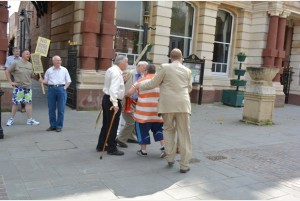 UKIP and Labour members argue in Retford's market sqaure